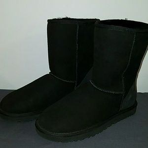 New UGG Black Classic Short Boots Size 8 N5825